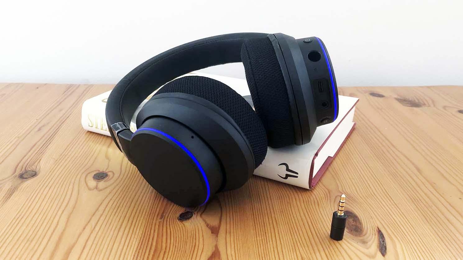 Una foto de los auriculares Creative SXFI Air.