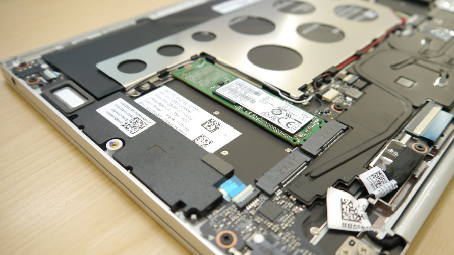 Xiaomi Air 12 internals close up