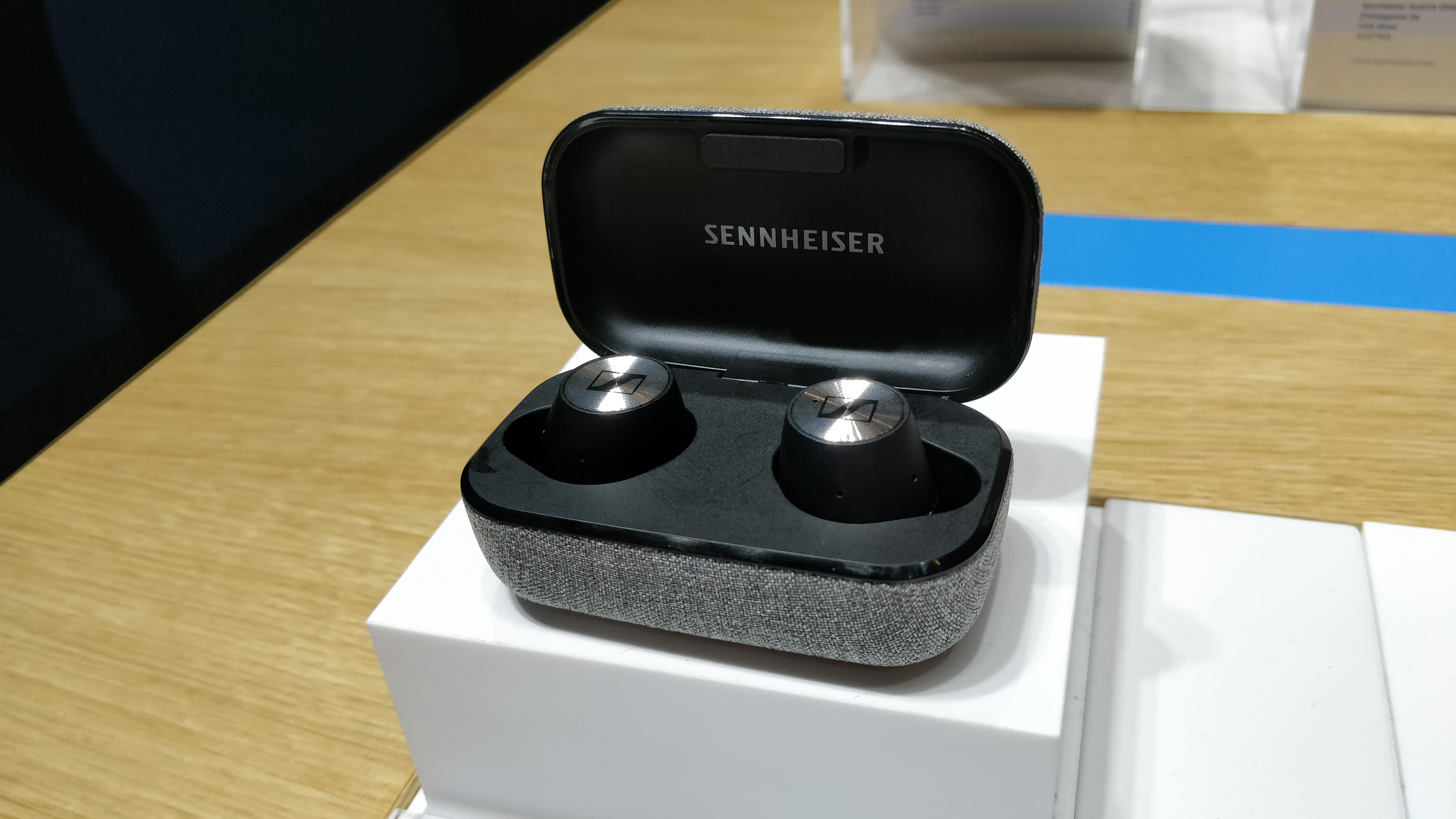Sennheiser Momentum True Wireless in case