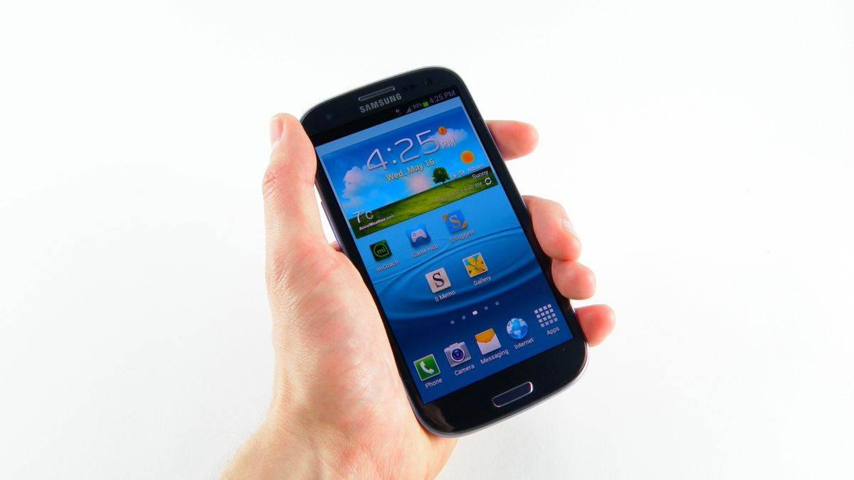 The Galaxy S3 beating the iPhone 4S for the first time ...