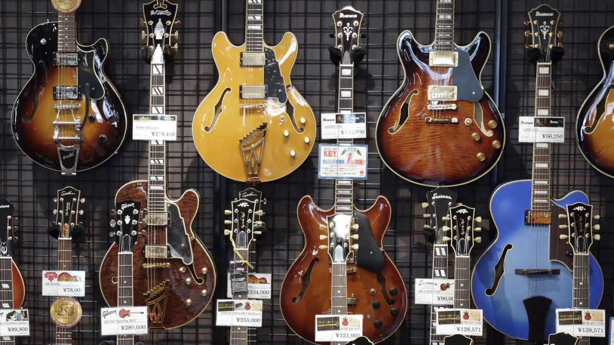 how to buy a used guitar musicradar. Black Bedroom Furniture Sets. Home Design Ideas