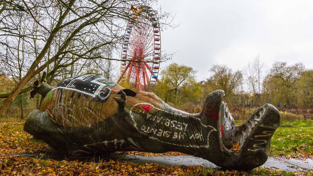 Spreepark dinosaur statue and ferris wheel