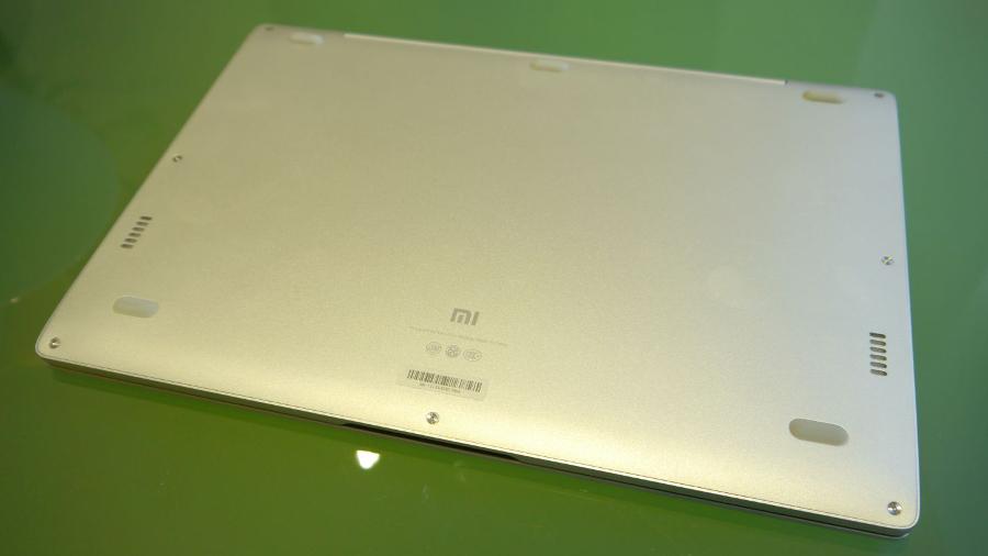 Xiaomi Air 12 underside