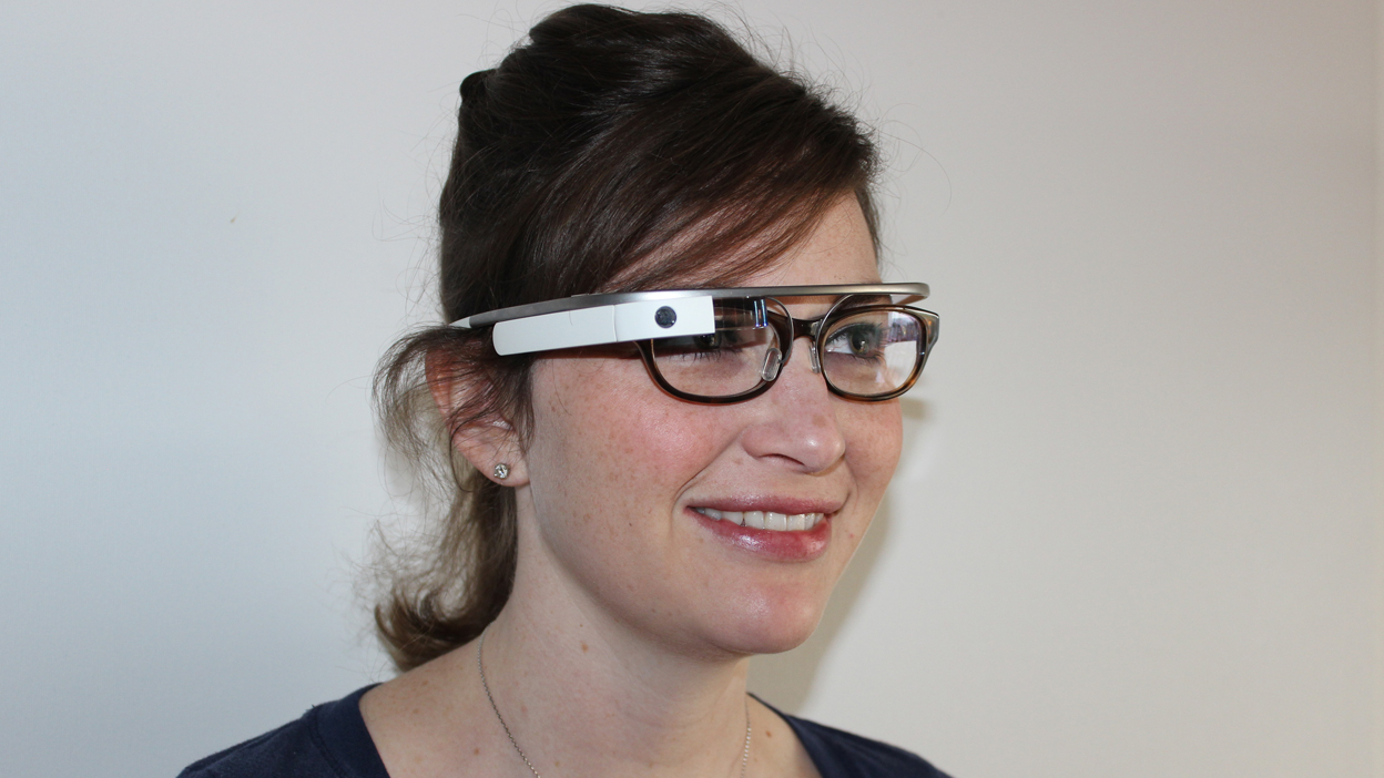 Does Google Glass work with glasses