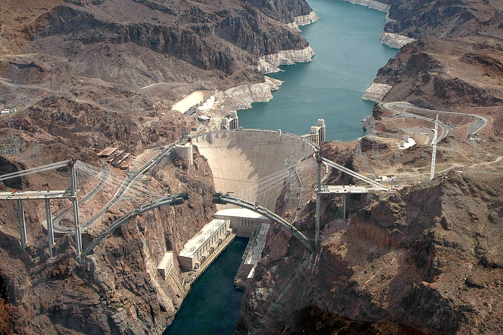 <p>Hoover Dam reservoir reaches record-low water levels thumbnail