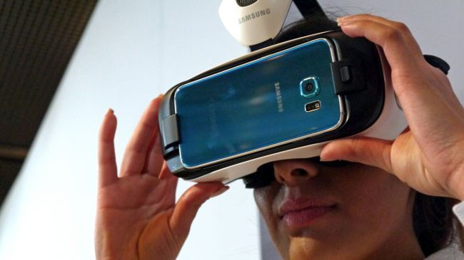 Samsung's New Gear VR will Have its Very own Controller