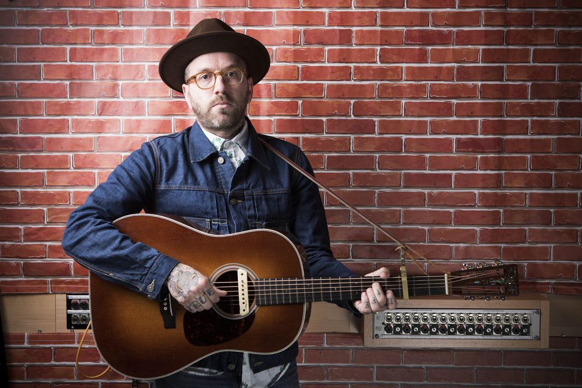 video city and colour dallas green 39 of space and time 39 unplugged musicradar. Black Bedroom Furniture Sets. Home Design Ideas