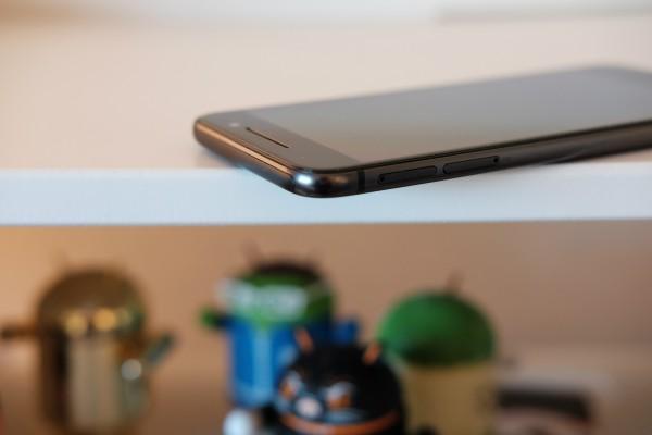 HTC One A9 MicroSD and SIM Slots