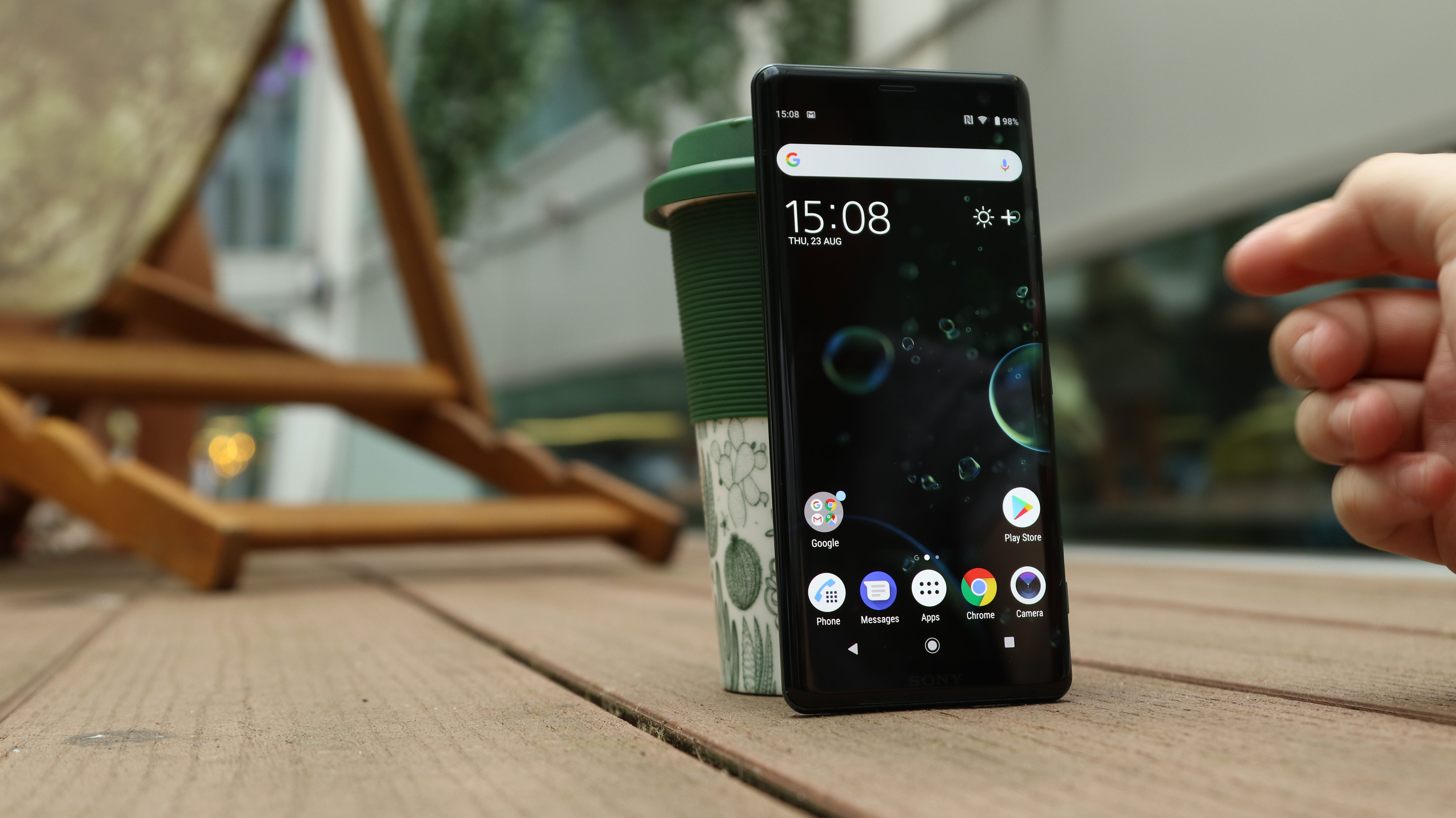 James rogerson mobiles365 the xperia xz3 has a bigger screen but more bezel than the iphone x fandeluxe Images