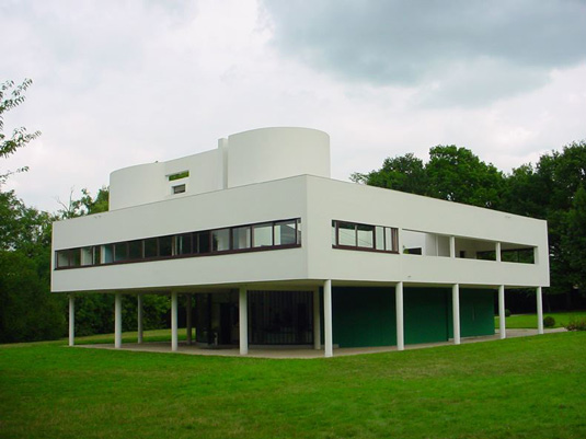 Famous buildings: Villa Savoye in Paris