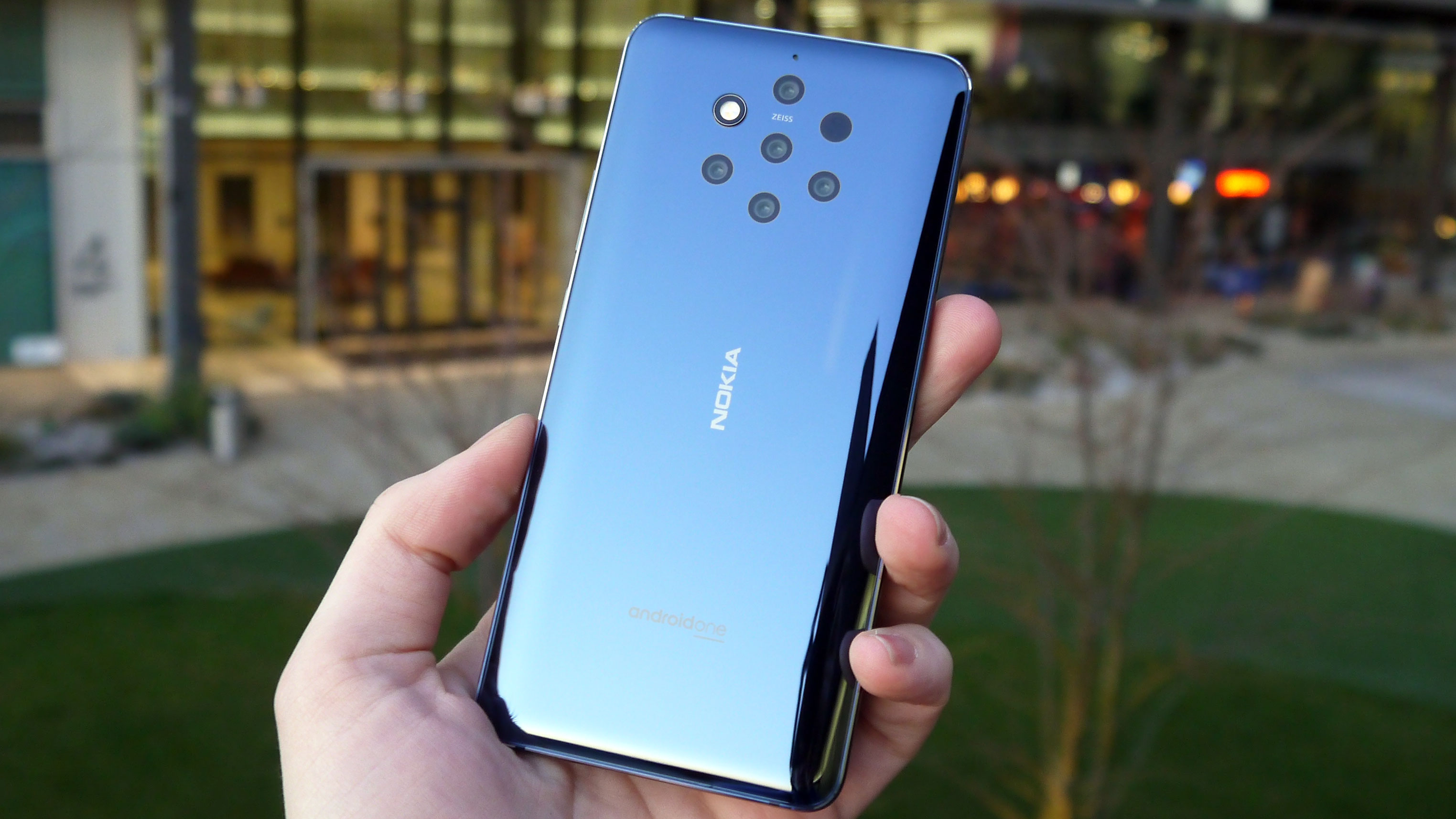Nokia 9 PureView launches with more rear cameras than any other smartphone