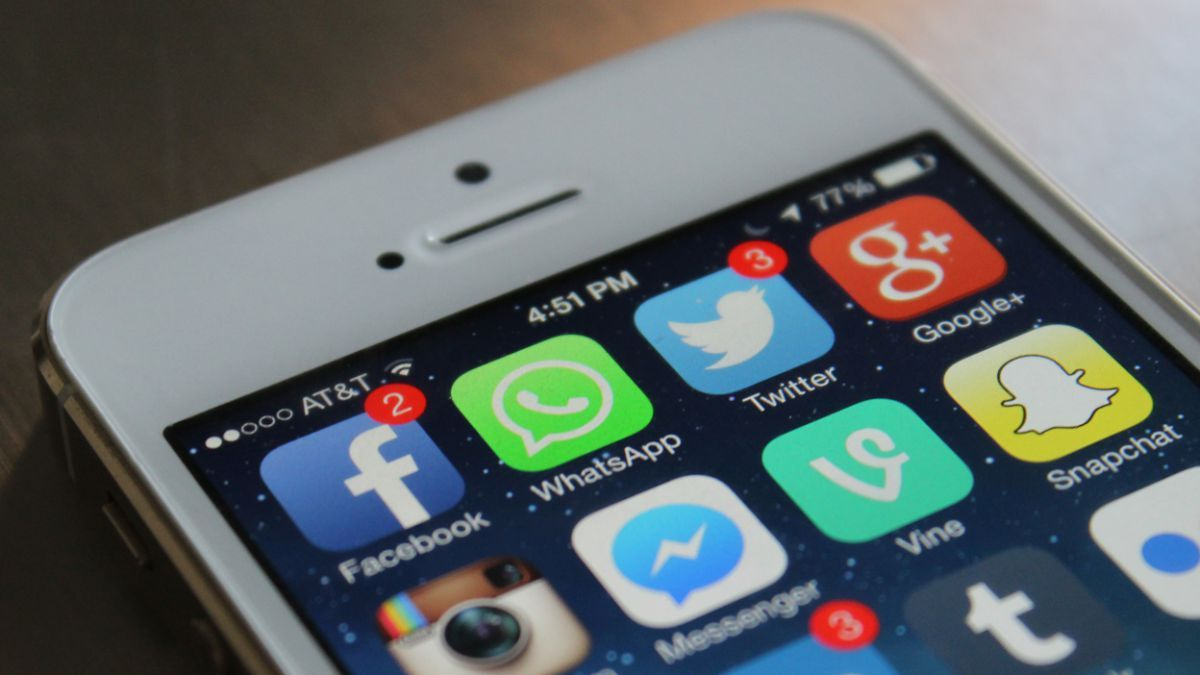 Siri can now read aloud your WhatsApp messages