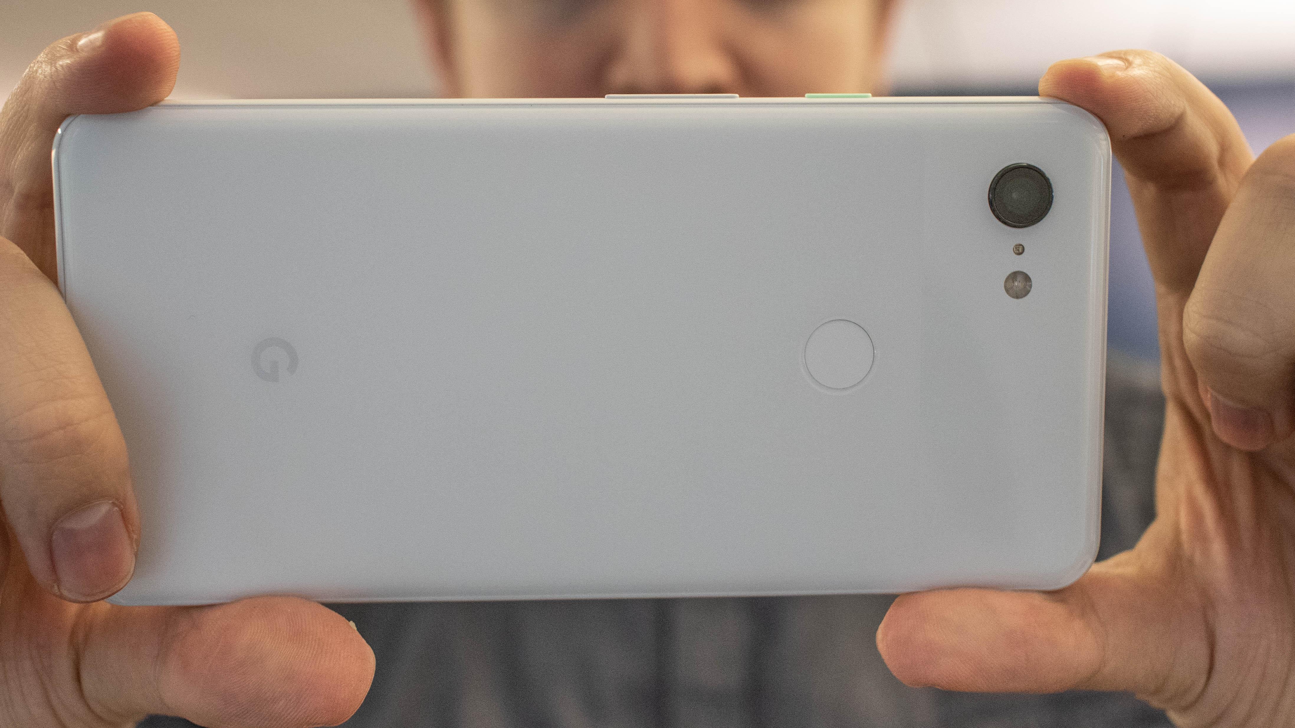 future blurred: unmasking smartphone snaps Eb4HzPN9Q2umt8ACjSfg