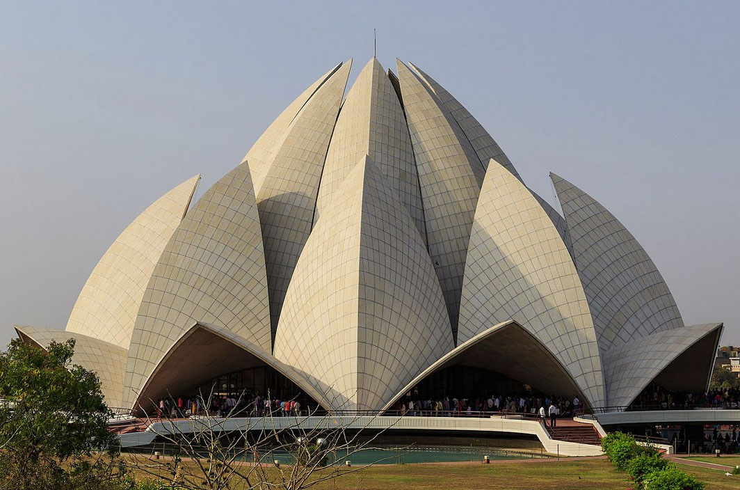 Famous buildings: Lotus Temple in New Delhi