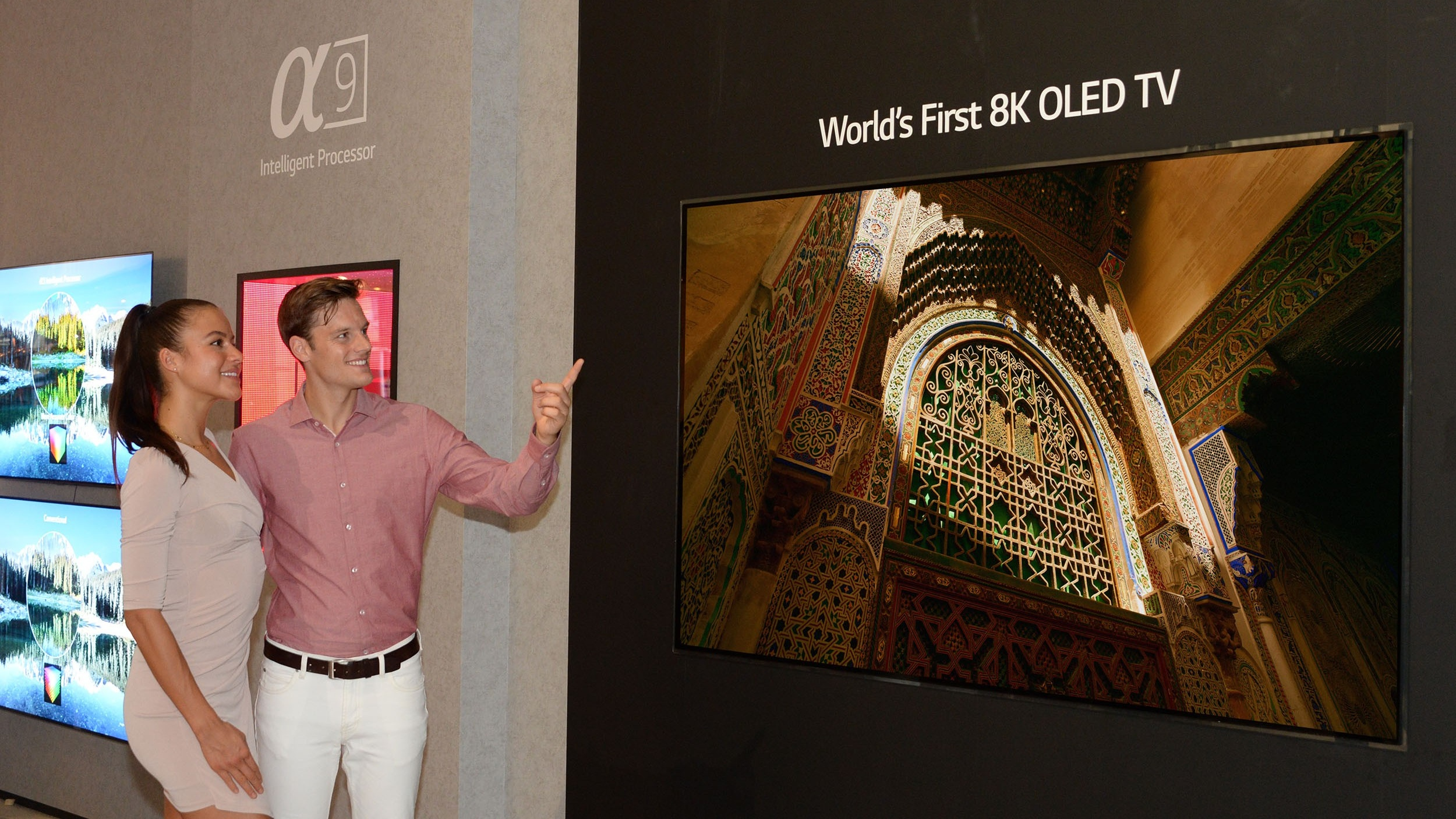 Samsung unveils 8K QLED TV