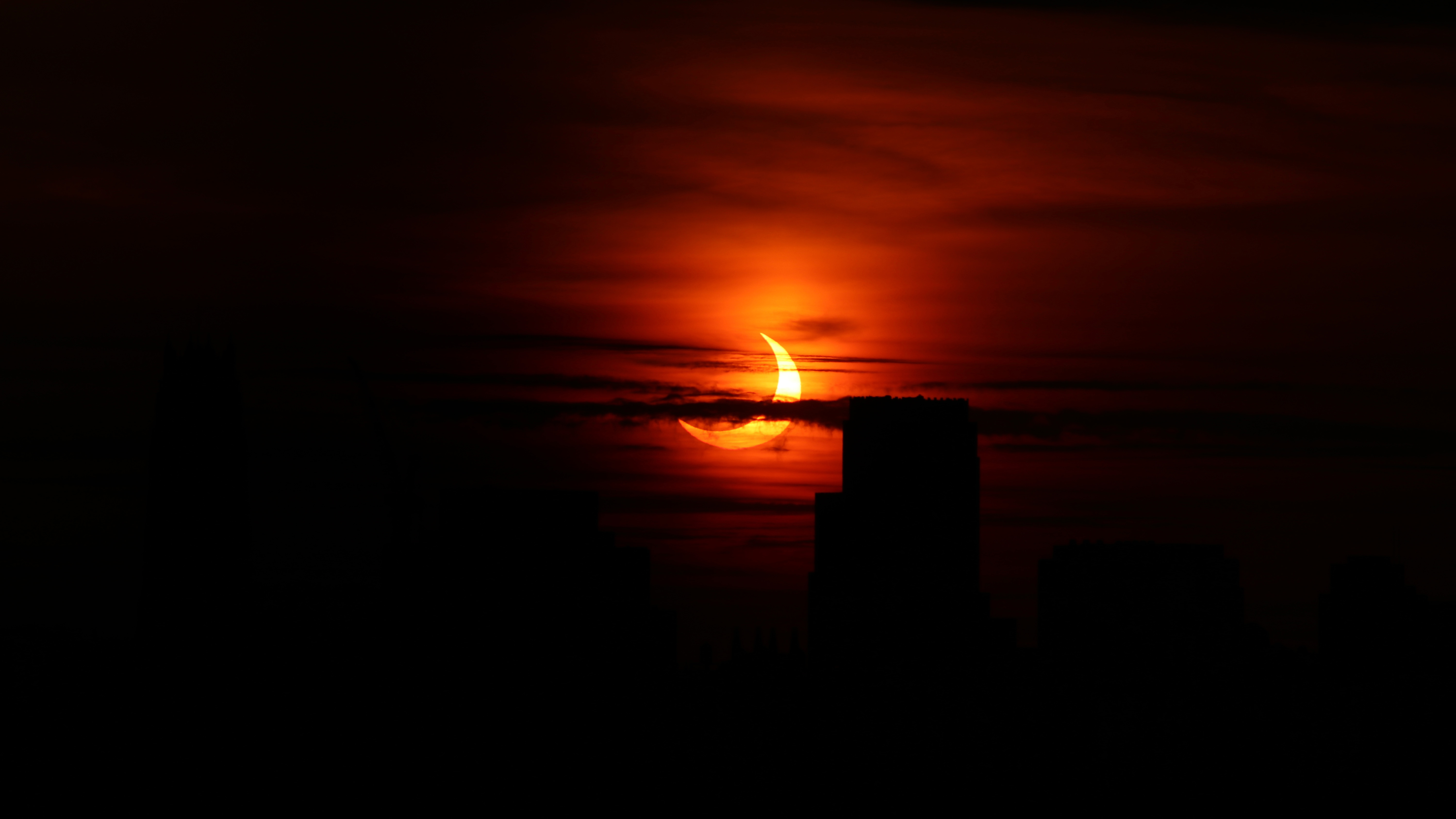 'Ring of fire' solar eclipse wows skywatchers (Photos) thumbnail