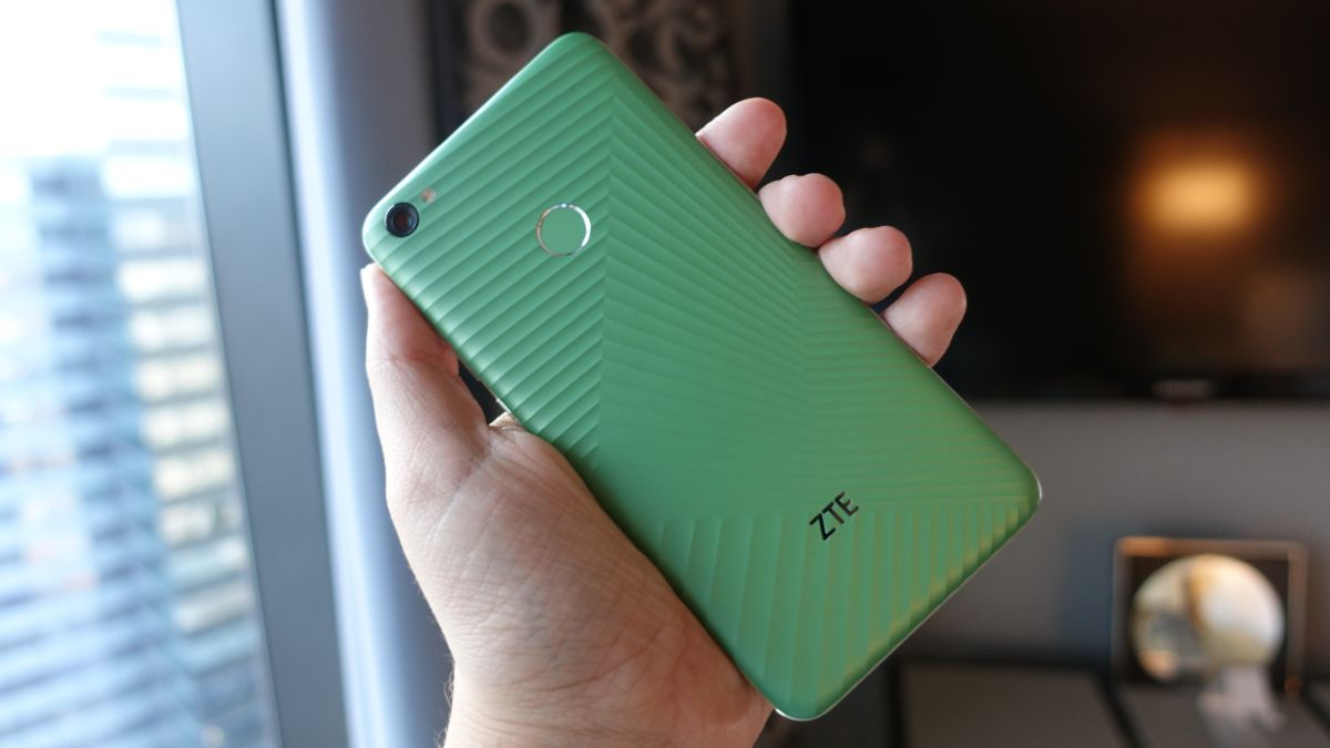 ZTE Cancels its Ambitious Self-adhesive Smartphone
