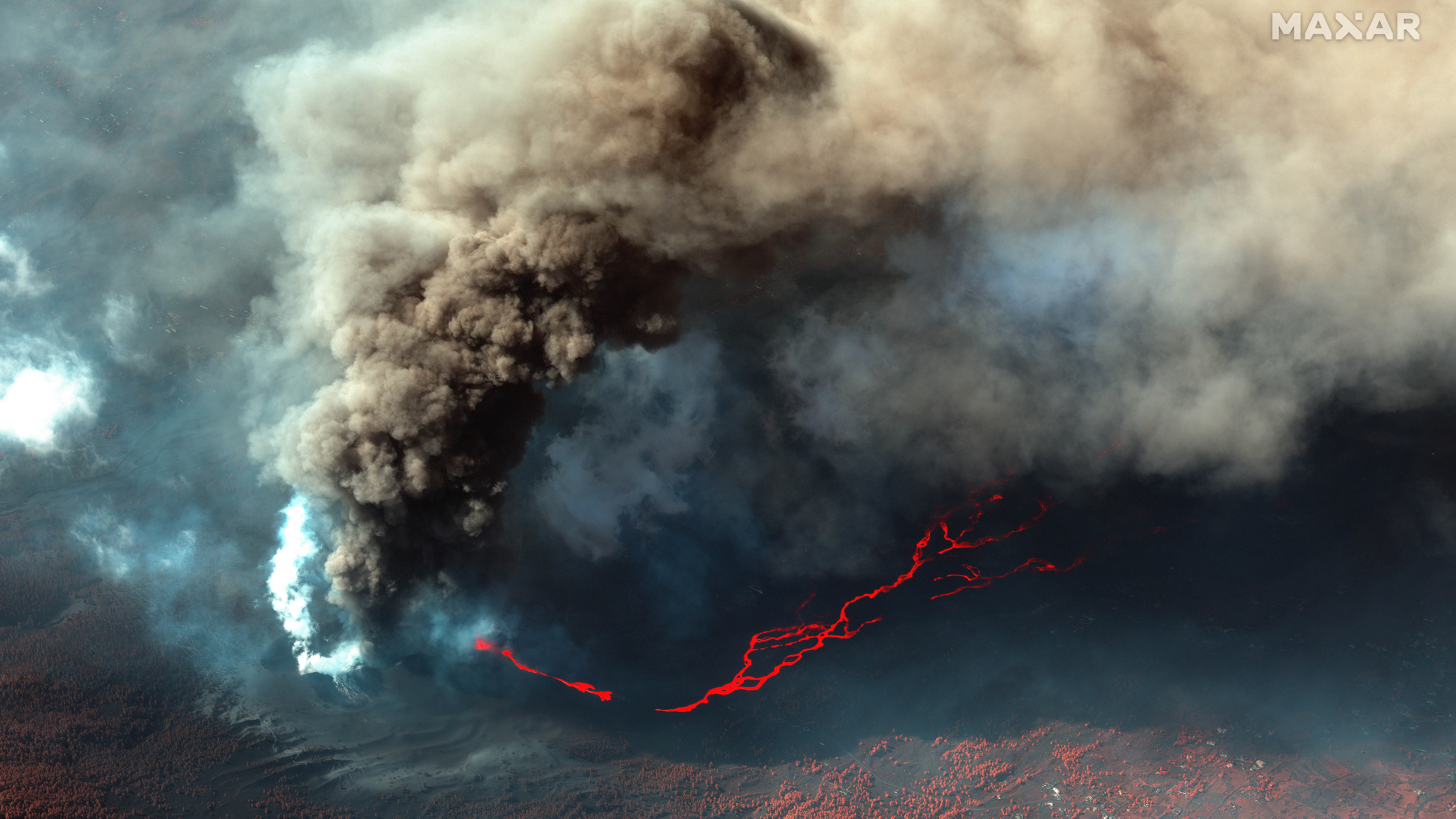 Vast lava rivers from La Palma volcano eruption show no signs of stopping in new satellite photos