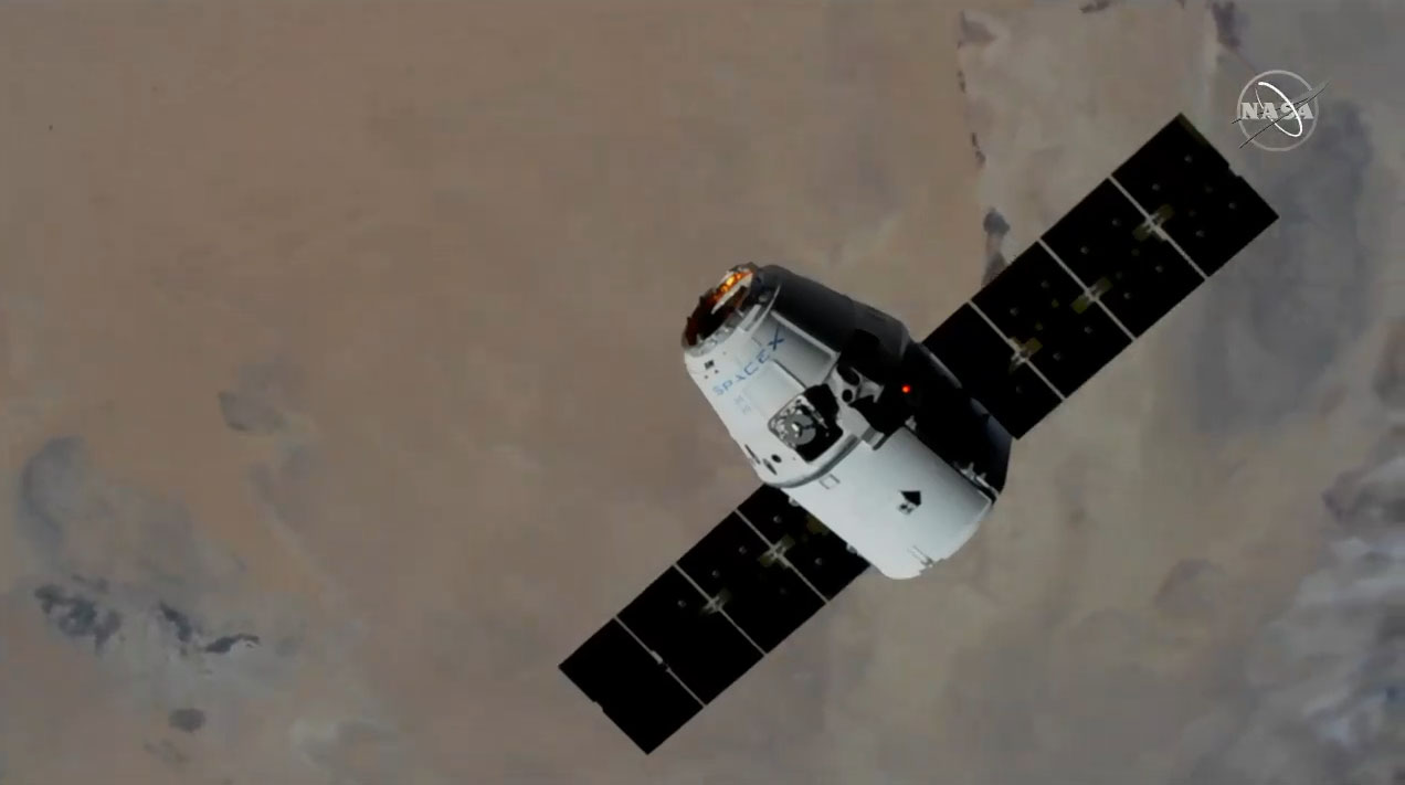 SpaceX Dragon Arrives at Space Station with 'Robot Hotel,' Mice and More NASA Gear