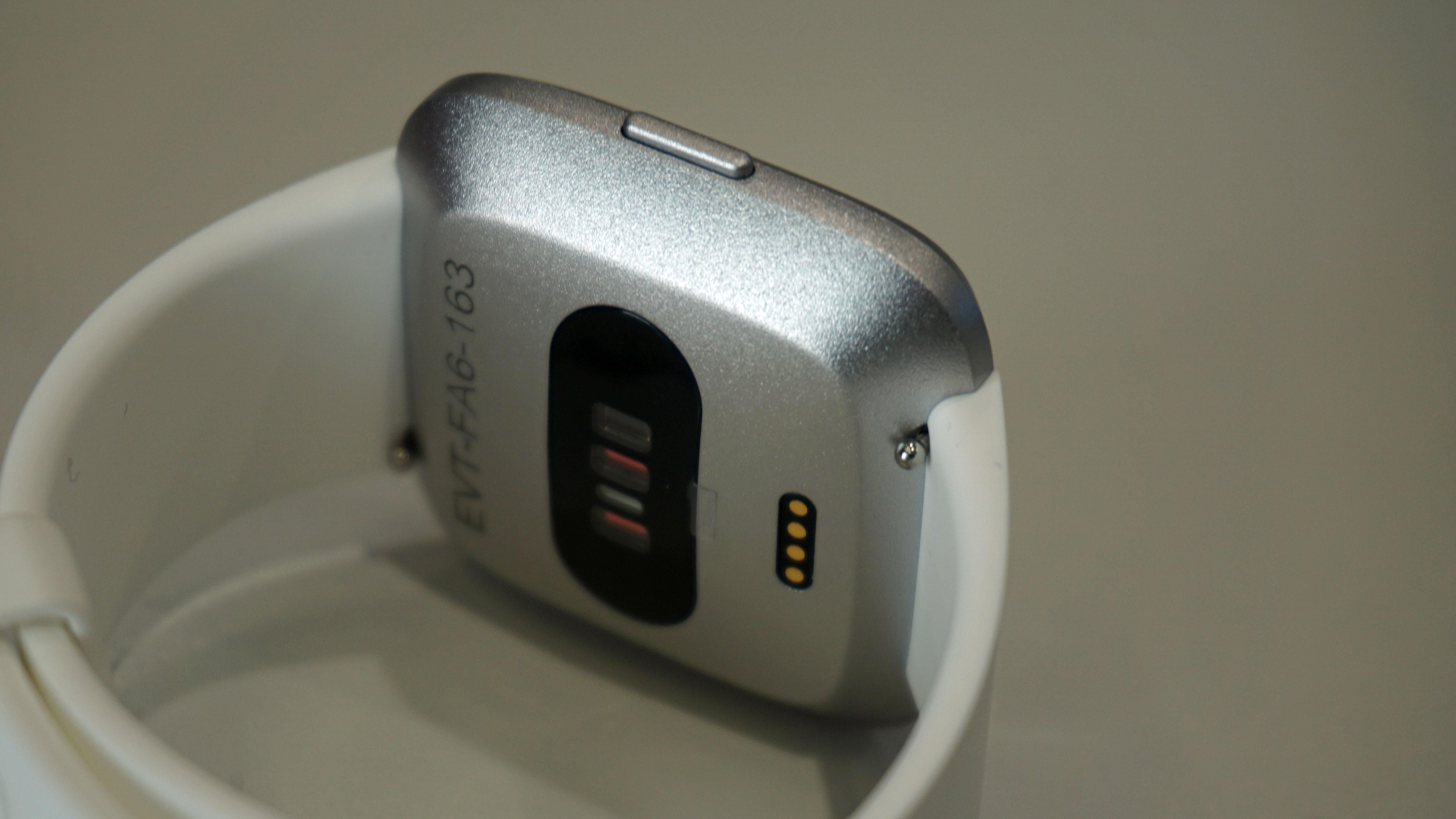 24b67052cb3 Fitbit Versa vs Fitbit Versa Lite battery