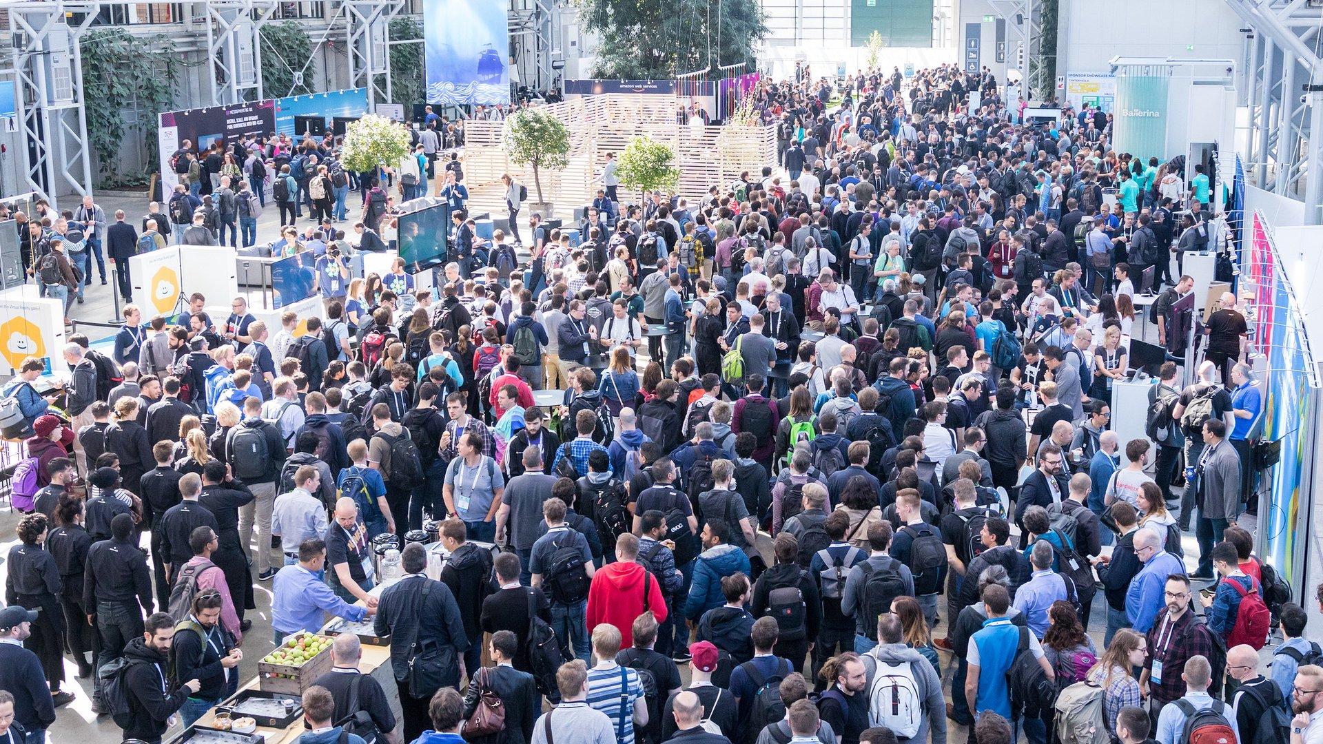 Crowds on the show floor at KubeCon + CloudNativeCon 2018 in Copenhagen, Denmark.