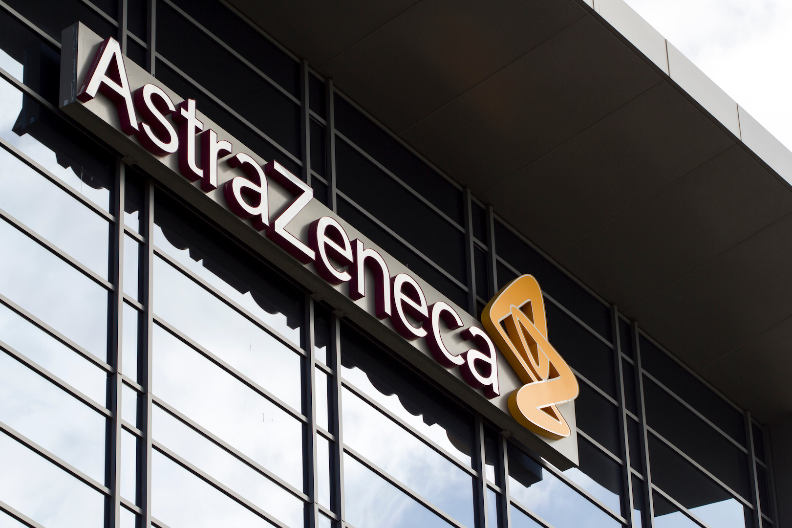 AstraZeneca COVID-19 vaccine causes very rare blood clots, EU regulator says thumbnail