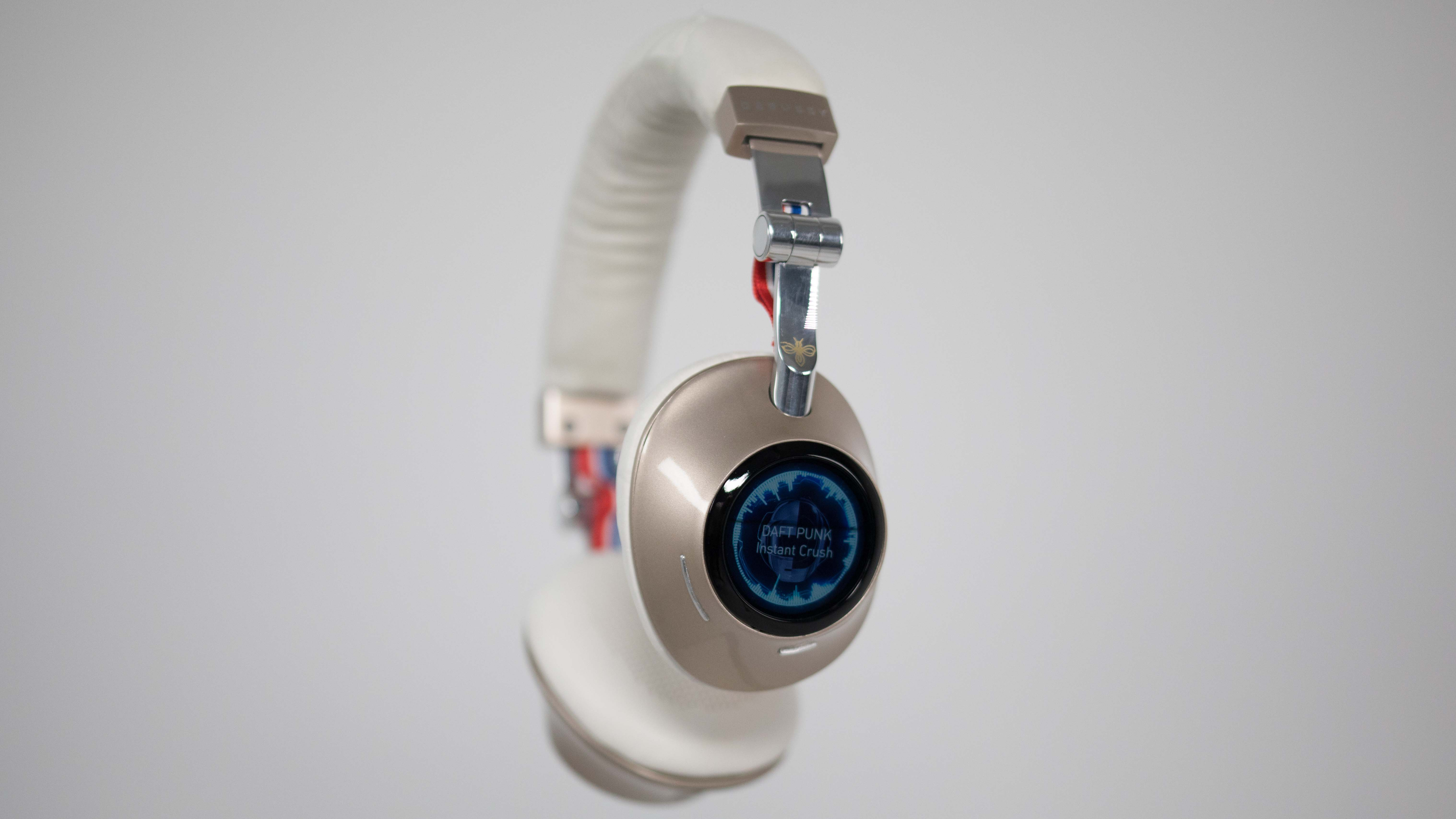 The future of headphones: touchscreen displays and integrated streaming