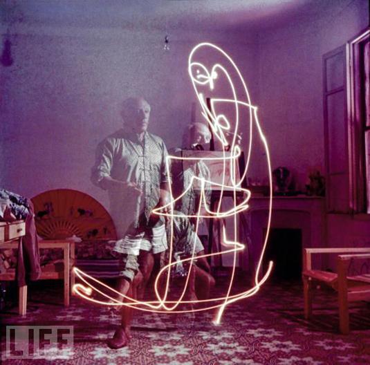 Light painting: Picasso