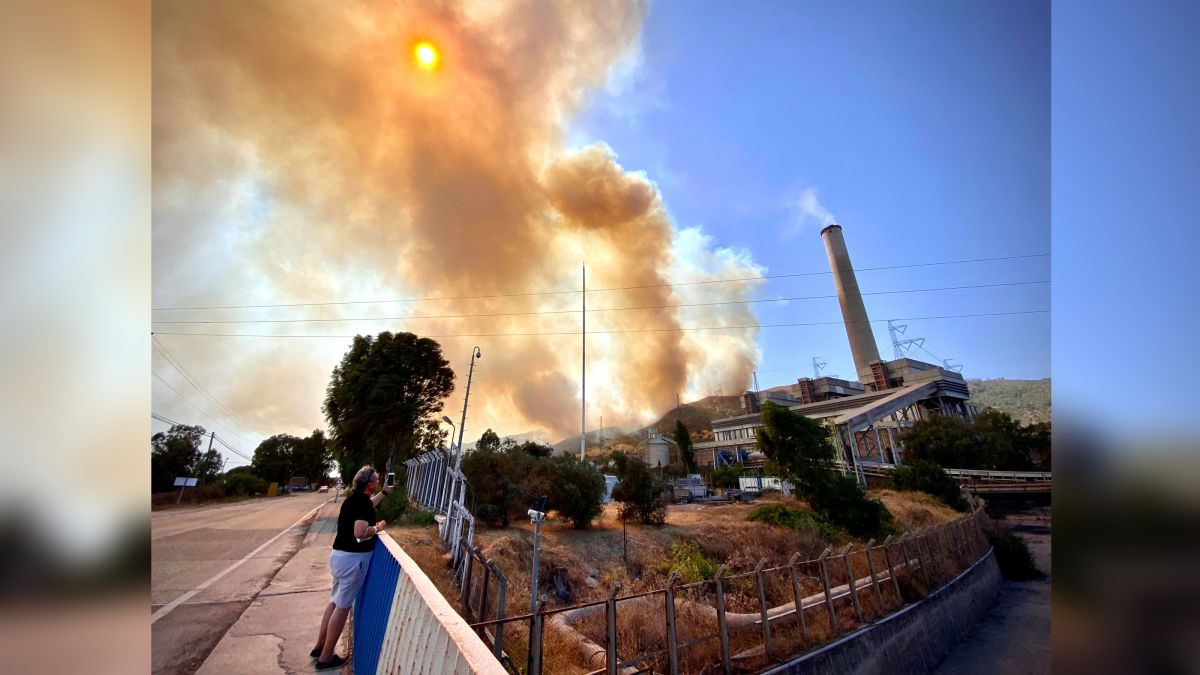 Wildfire prompts evacuation at Turkey power plant