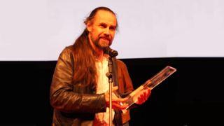 Warwick s head of design Jonas Hellborg collects the MIPA