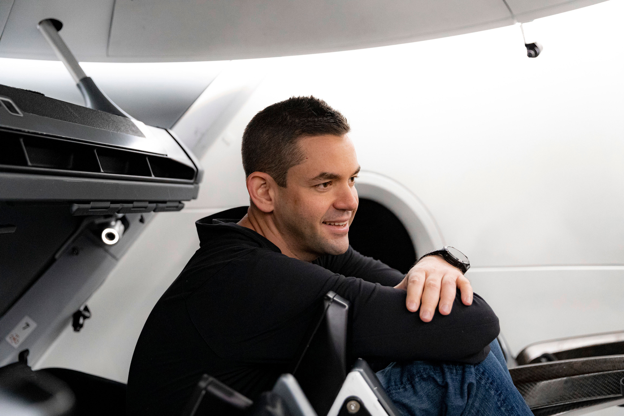 SpaceX will launch billionaire Jared Isaacman onto a personal spaceflight this season thumbnail