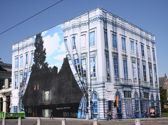 Trompe l'oeil: Rene Magritte
