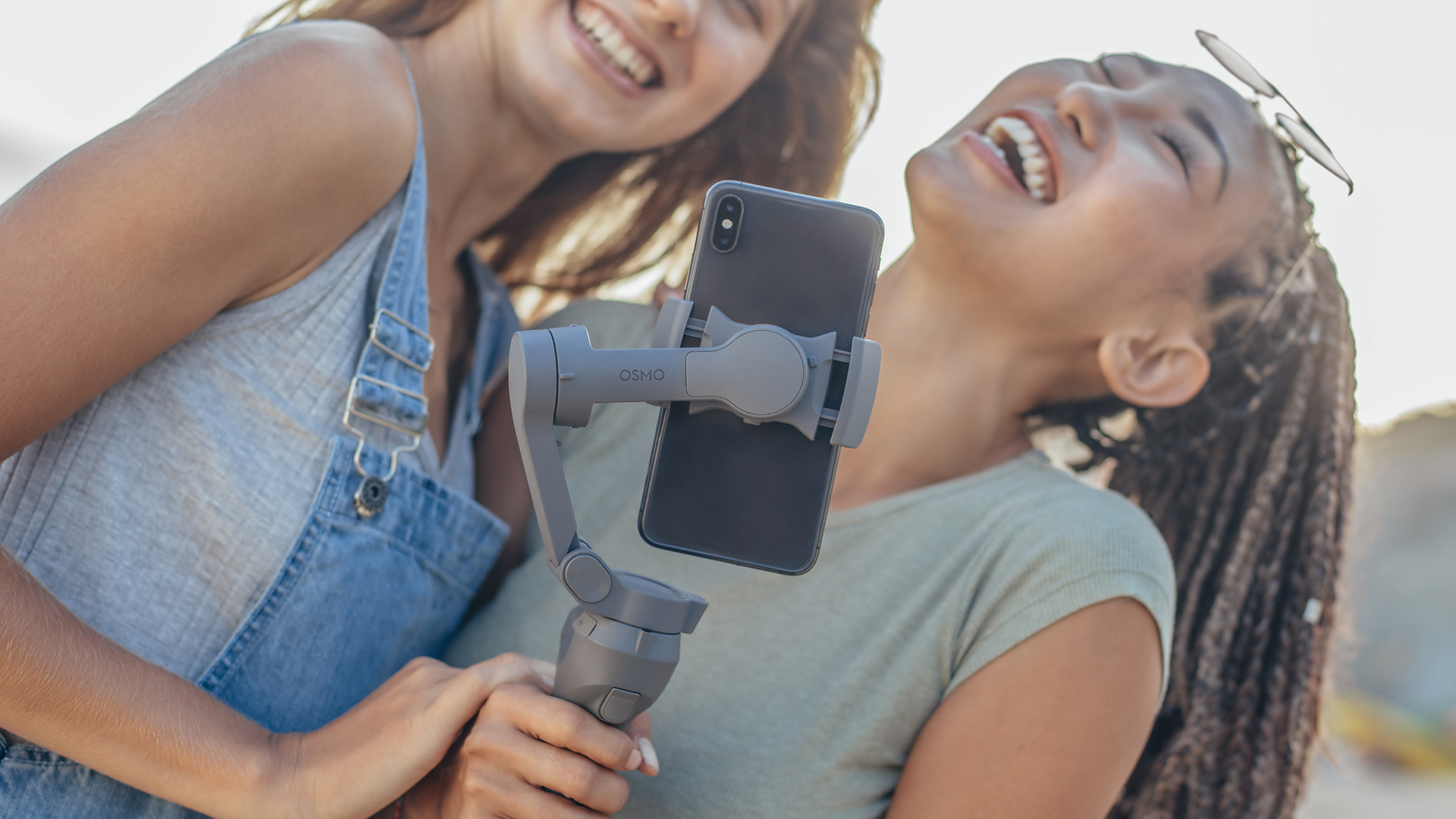 fcnEQLr7QKpHeDQtuFcV6U - DJI strikes back against its smartphone-steadying rivals with the clever Osmo Mobile 3