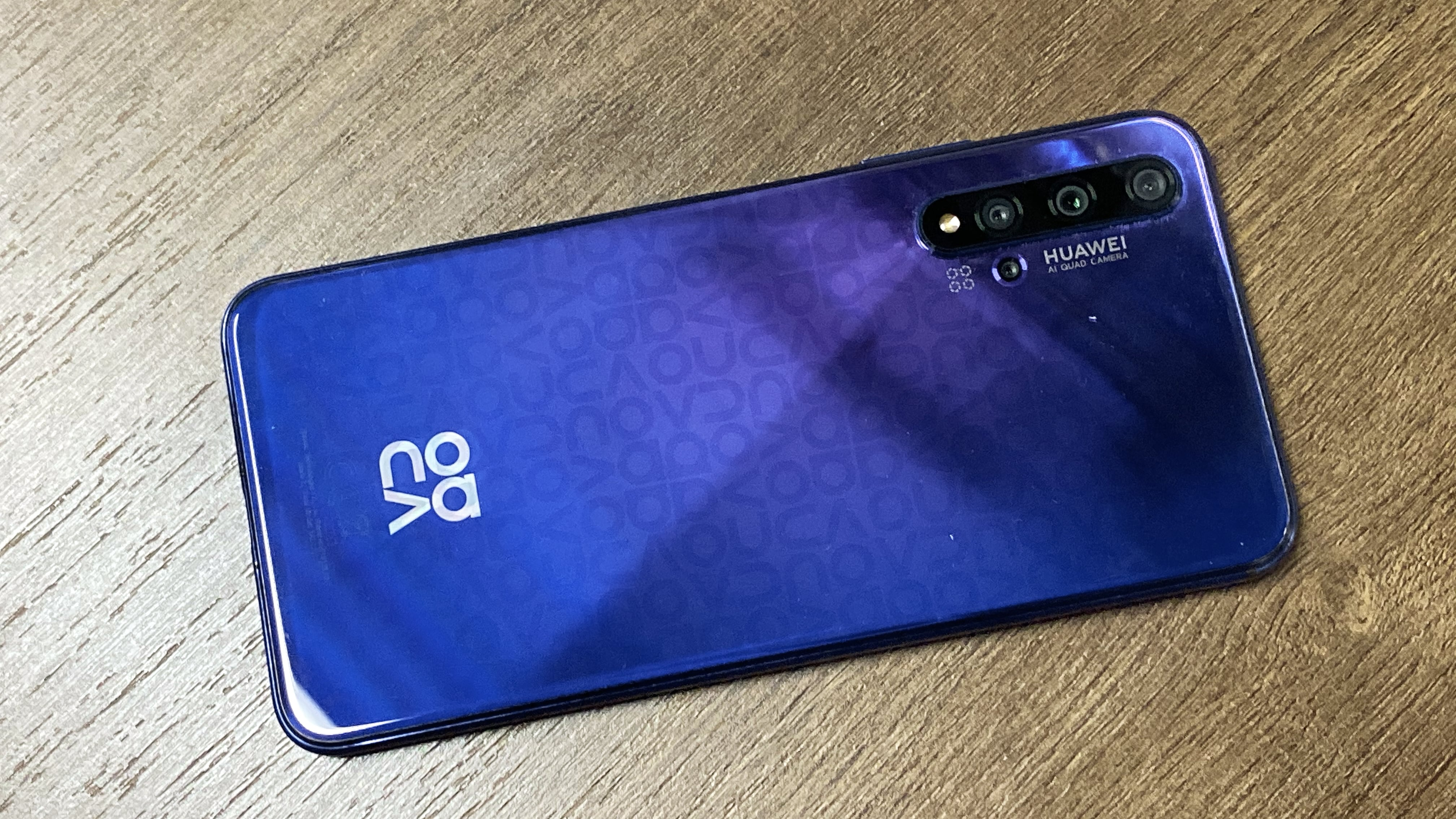 Huawei Nova 5T is the trendy flagship smartphone with 5 AI cameras