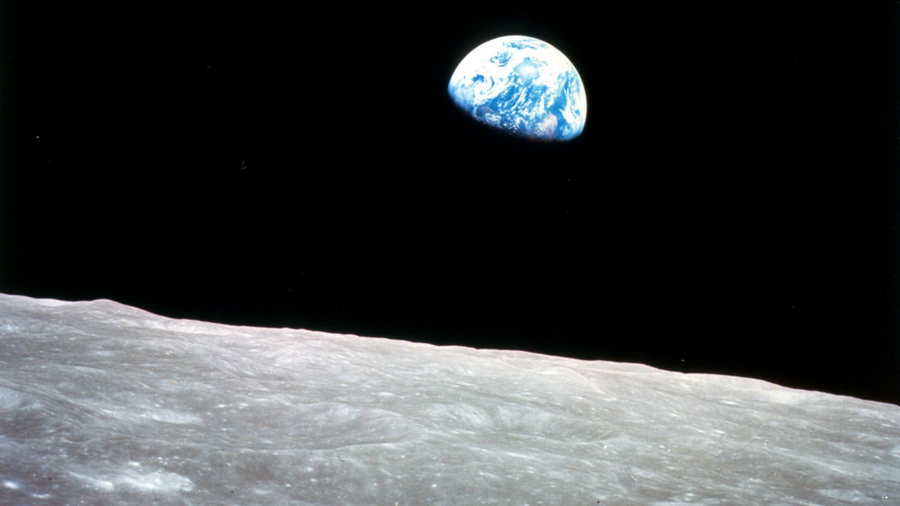 Earthrise image of Earth seen from the moon