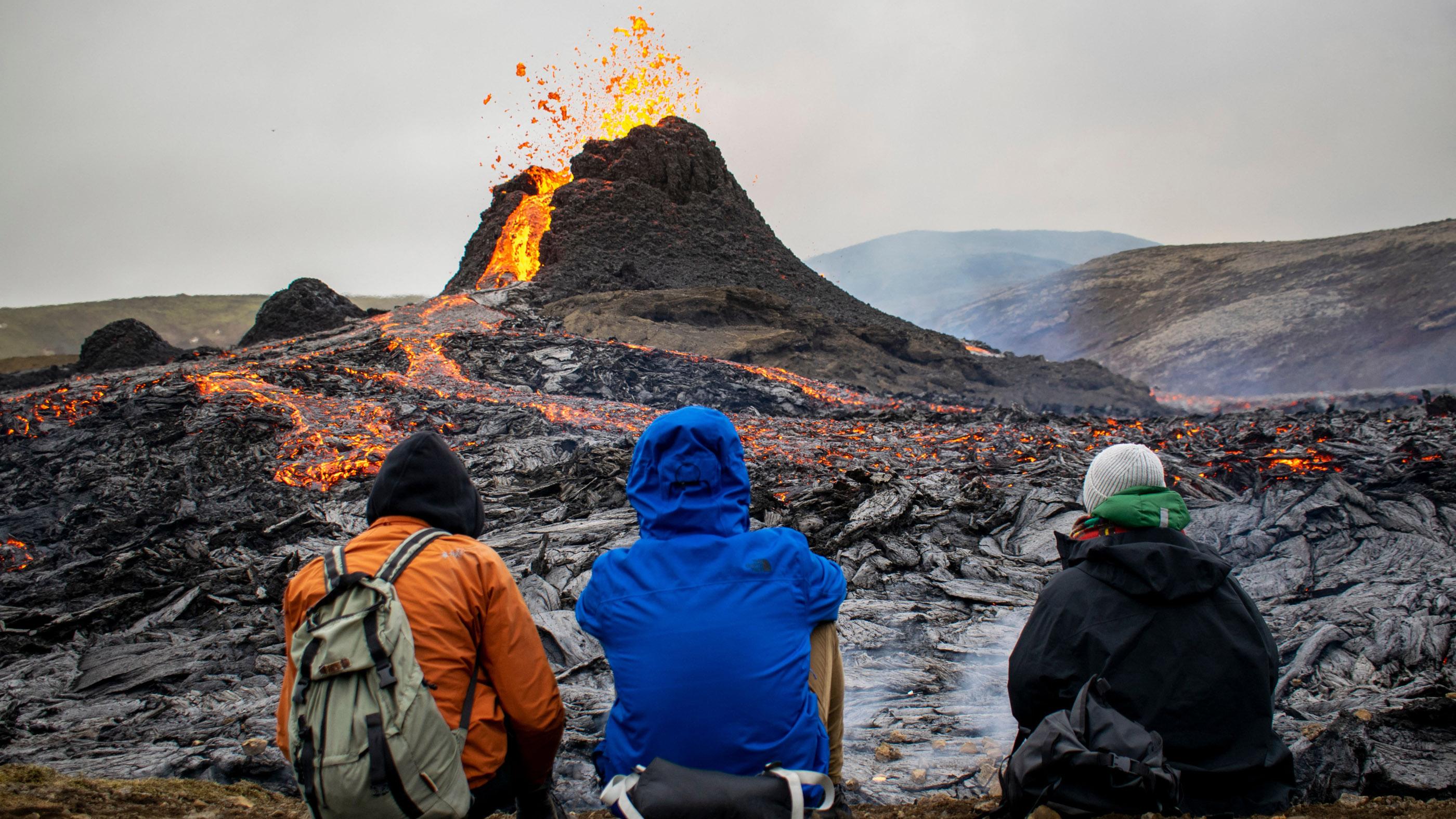 Drone footage reveals dramatic Iceland volcanic eruption i6rxNH97V4mi3s8qNFyMHh