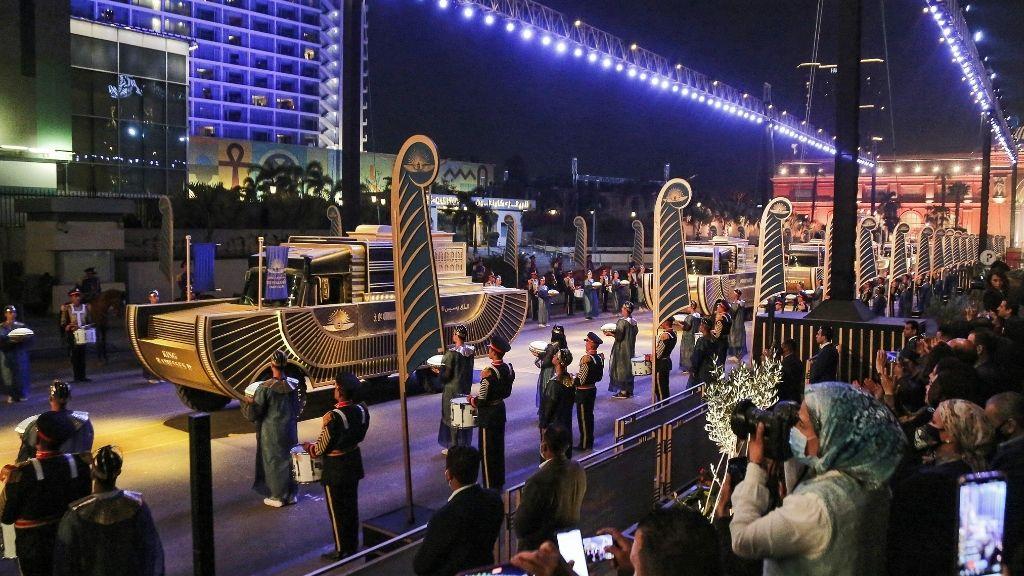 Glitzy parade of twenty-two mummified pharaohs fills Cairo streets iZxuwnmrZk4dEDUUCk9c8k