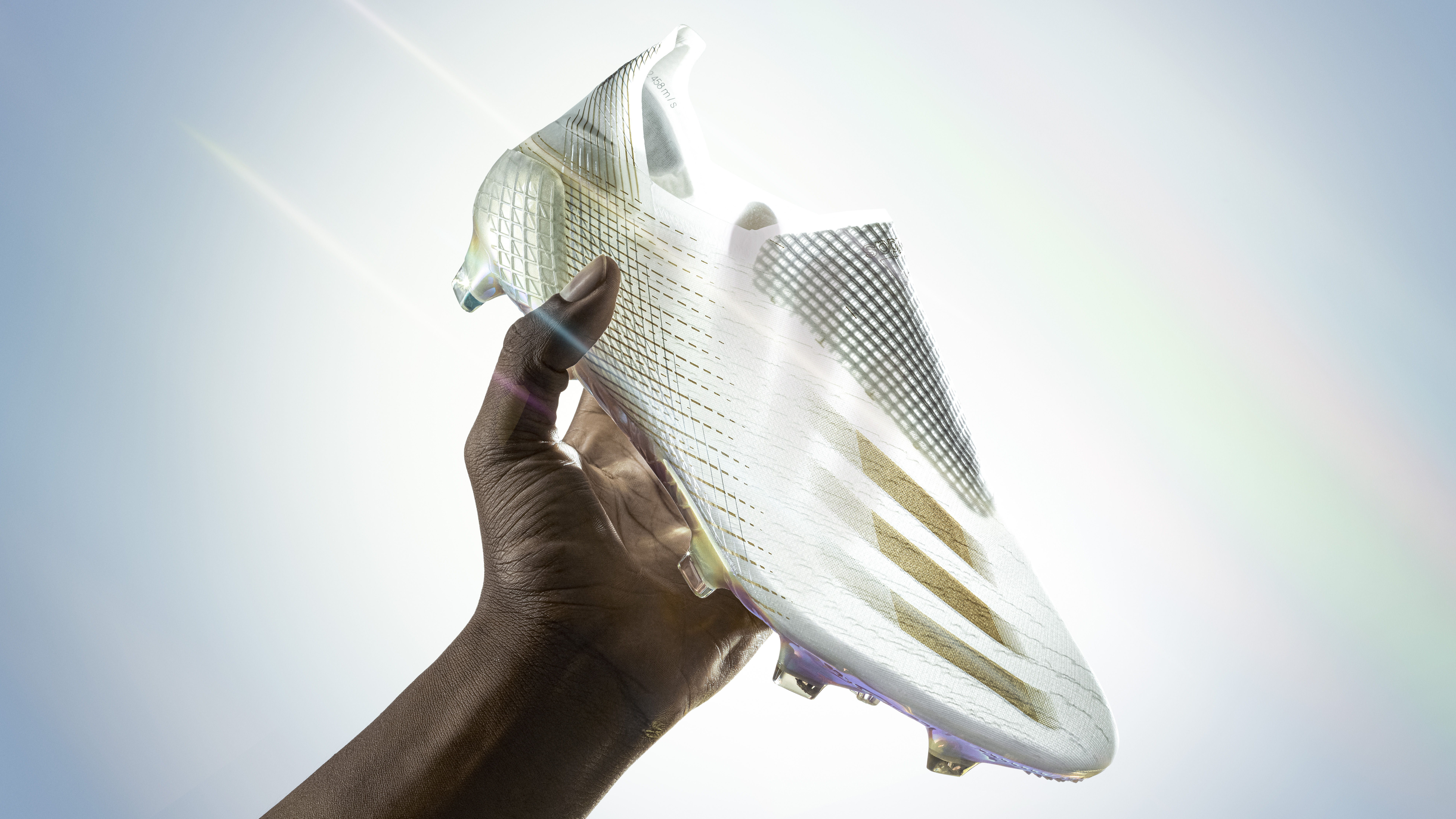 Mo Salah and Benzema's new boots vacuum seal on, to give them even greater speed + precision