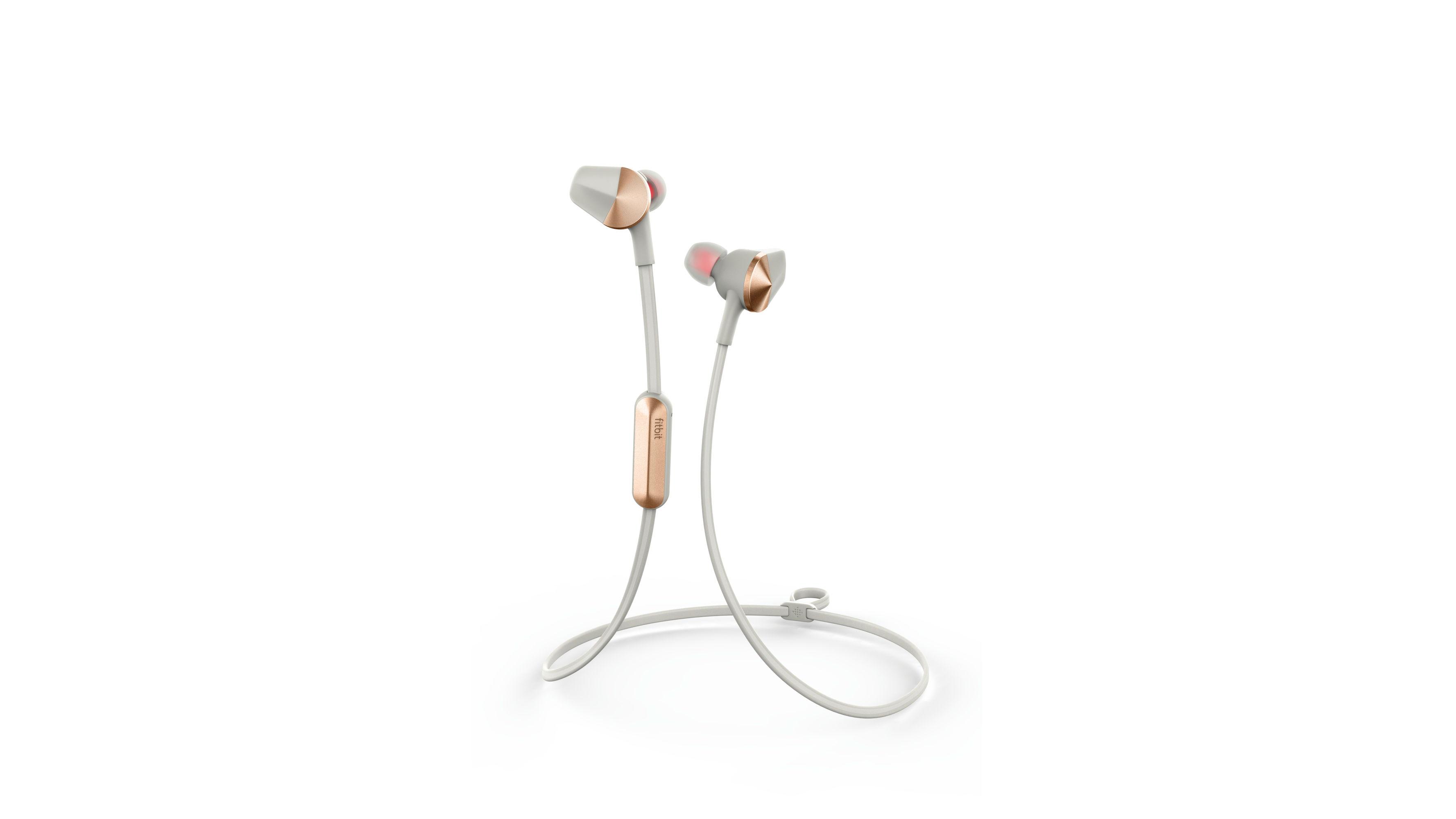 Una imagen de los auriculares Fitbit Flyer.