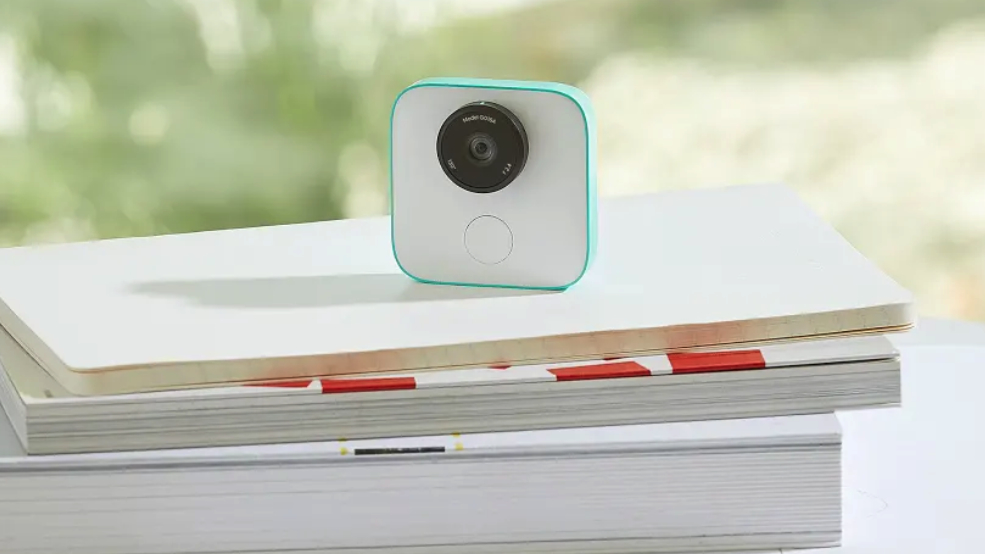 Google Clips can now detect hugs, kisses and your sweet dance moves