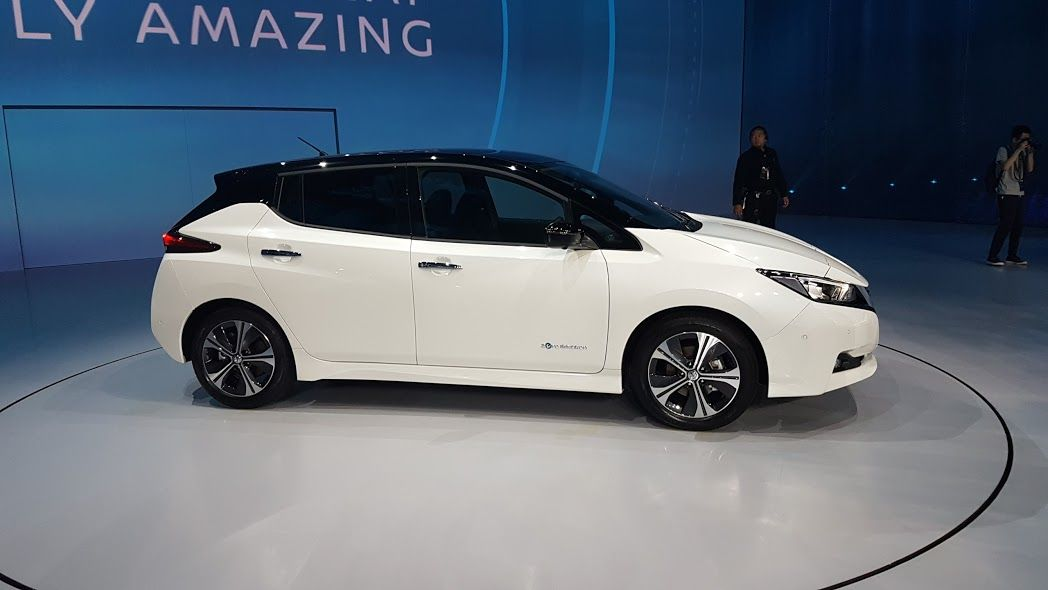 nissan leaf 2 up close and personal with the tesla model. Black Bedroom Furniture Sets. Home Design Ideas