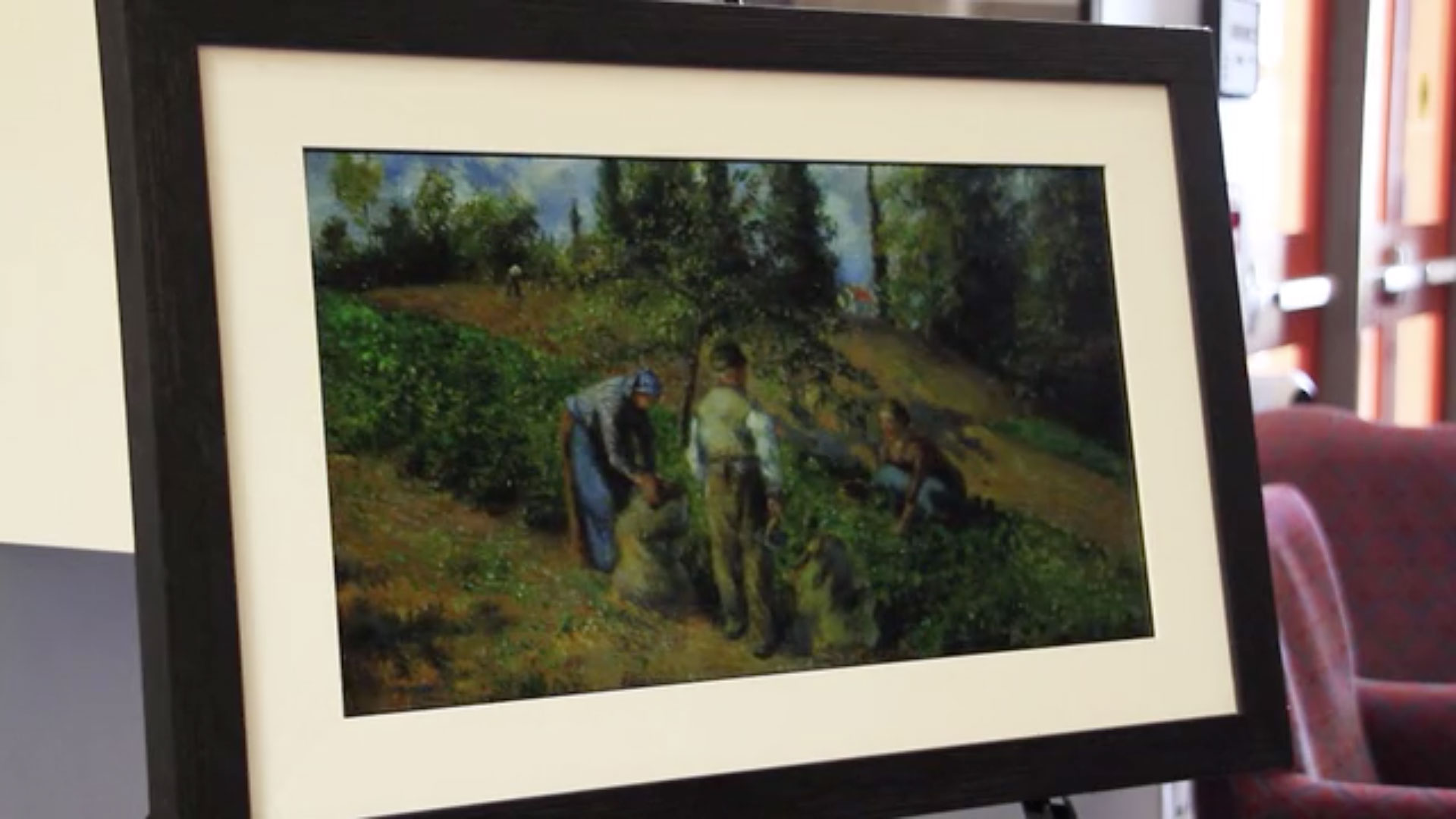 Canvia frame displaying a pastoral scene