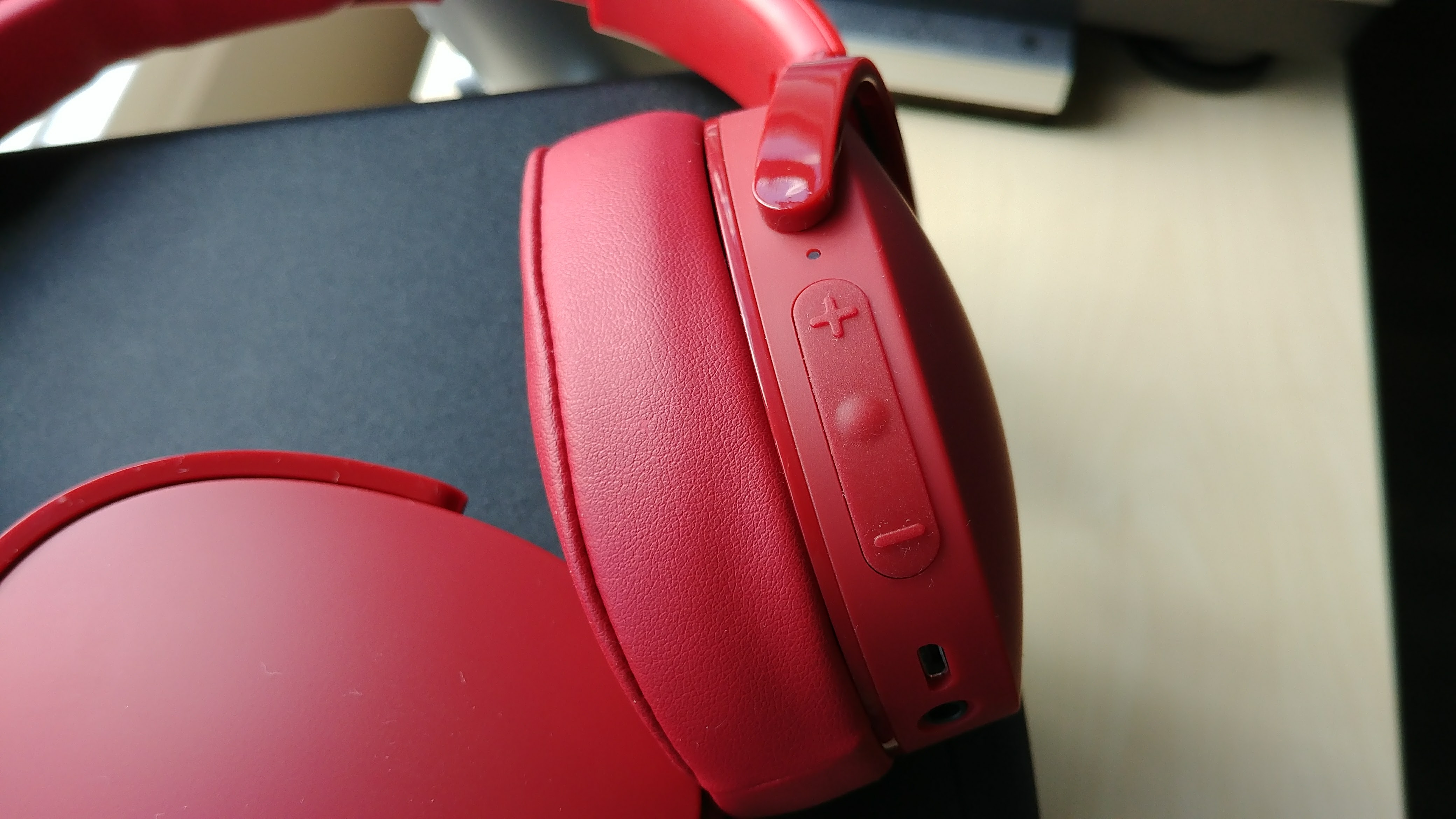 Skullcandy Hesh 3 Wireless Headphones Promolista Headphone Jack Wiring Diagram The Right Earcup Also Houses 35mm For Listening In Wired Mode If Battery Runs Out Speaking Of Batteries Charging Is Done Via A Microusb