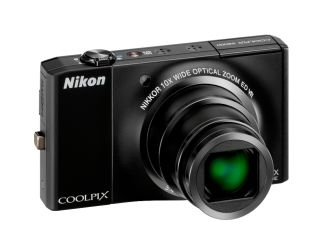 Nikon S8000 brings super zooming to compacts