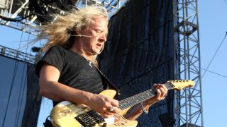 "Jerry Cantrell says that the new Alice In Chains CD will be ""a big one."""