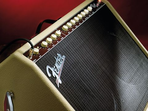 The Super-Sonic Twin evokes the looks of the non-reverb Twin of 1960-62.