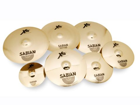 The cymbals have a golden colour and are polished to a shining gleam, top and bottom.