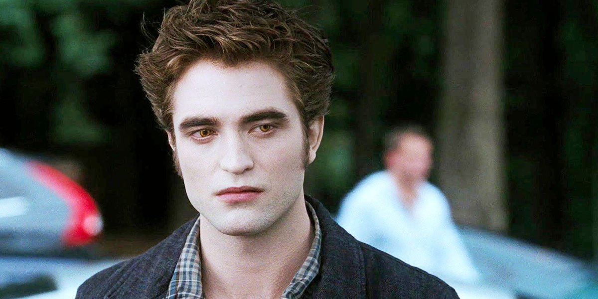 Robert Pattinson as Edward Cullen in Twilight rumpled collar