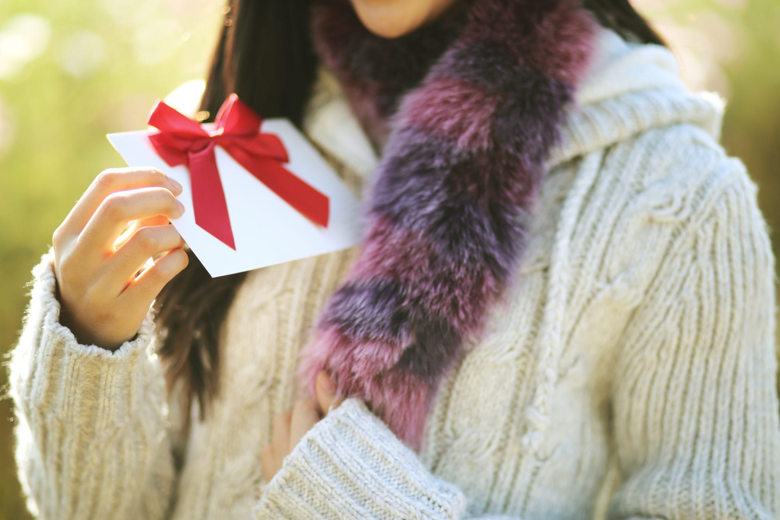 woman receiving gift card