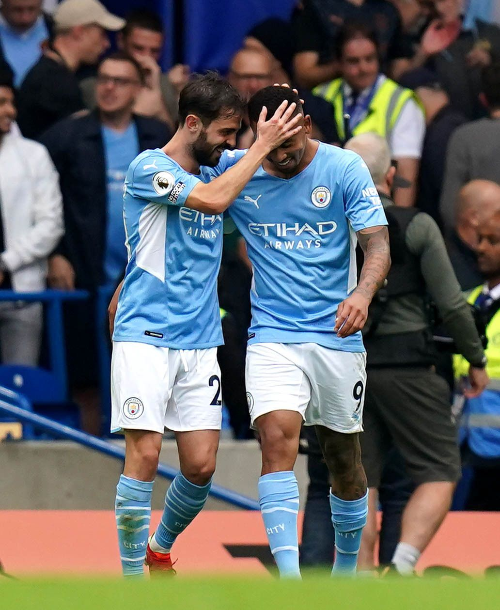Gabriel Jesus gives champions victory and ends Chelsea's unbeaten start